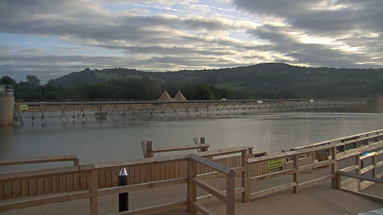 Webcam image from Surf Snowdonia