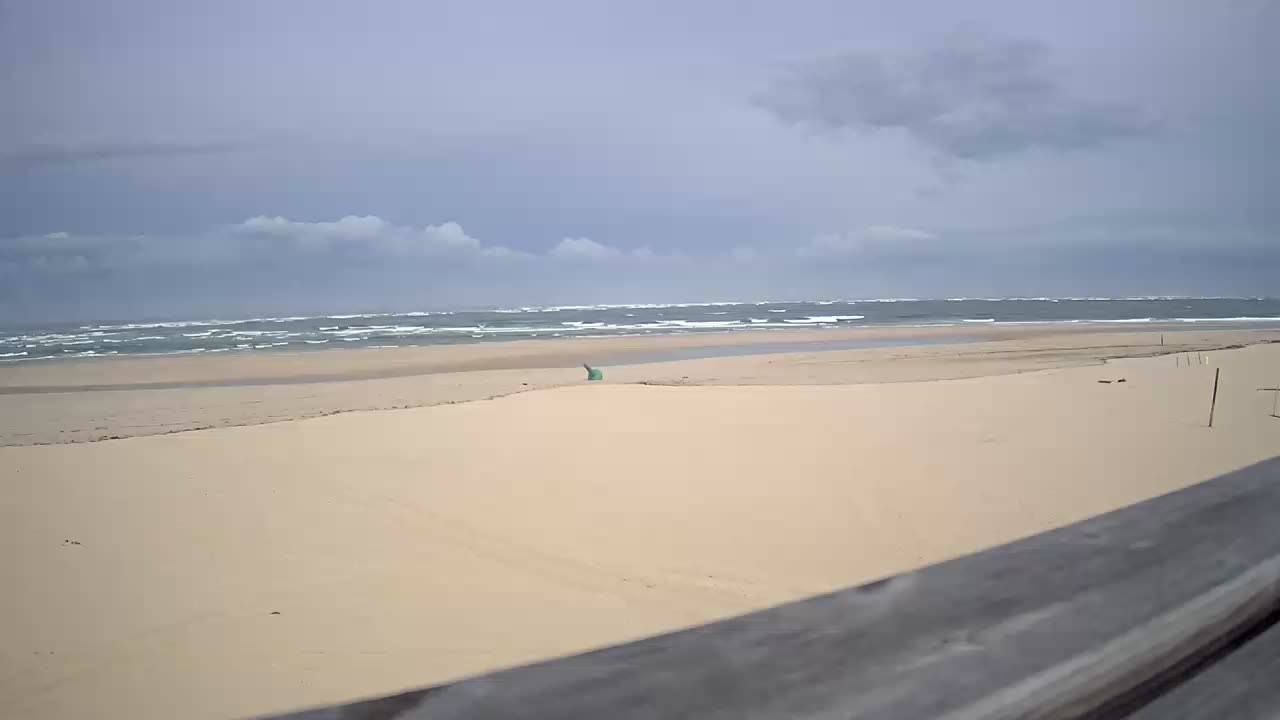 Webcam image from Le Truc Vert